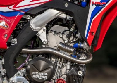 Honda CRF250RW - двигатель вид с боку