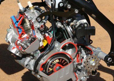 KTM 300 EXC TPI - двигатель в разрезе