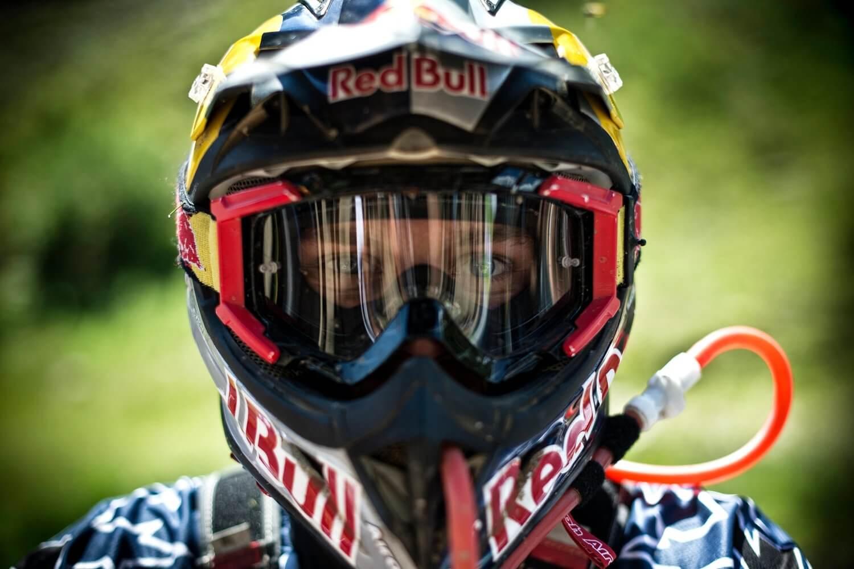 Шлем с подачей жидкости