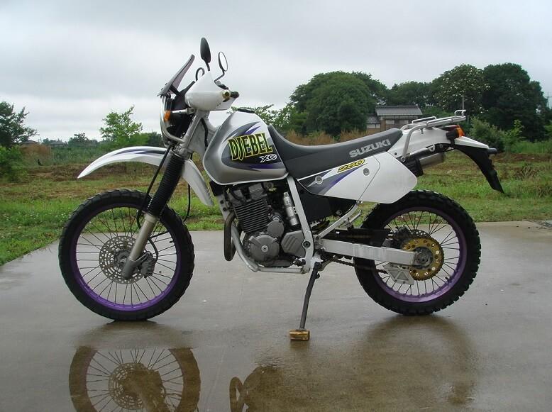 Suzuki Djebel 250XC - конкурент