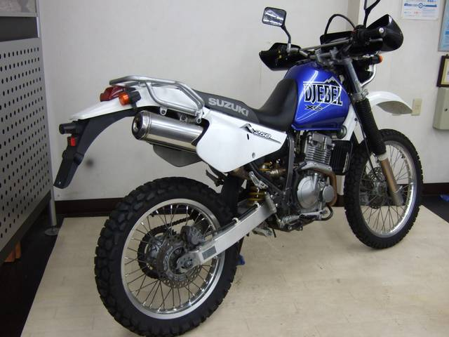 Suzuki Djebel 250XC - вид сзади