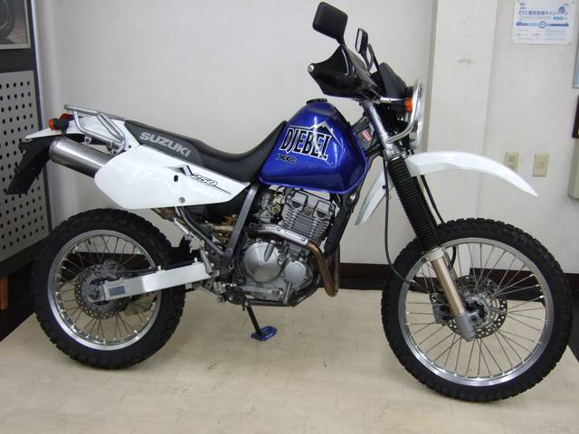 Suzuki Djebel 250XC - вид сбоку