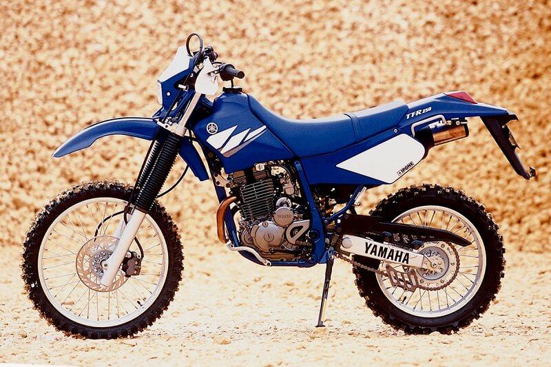 Ямаха ТТР Синяя модель