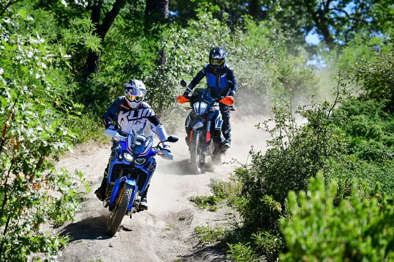 Honda Africa Twin vs. KTM 790 Adventure R — Сравнение моделей