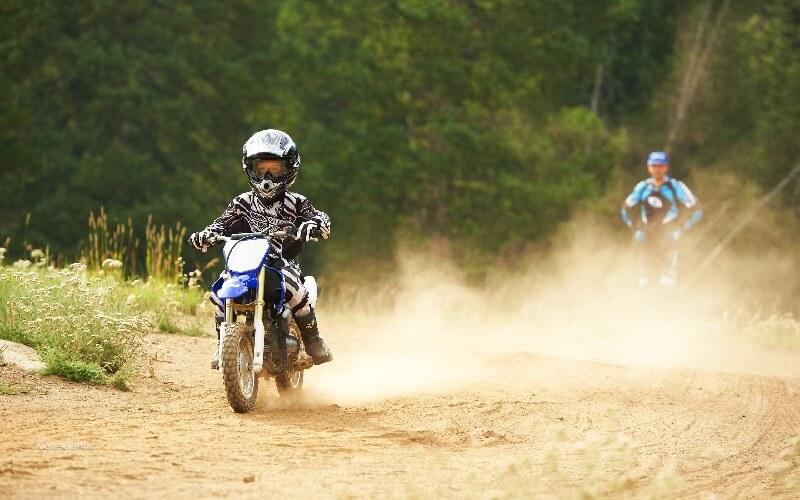 Детский мотокросс - тренировка на воздухе