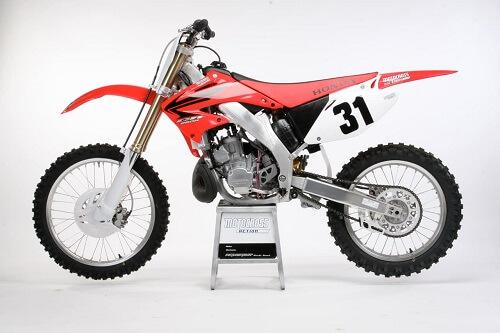 Кроссовый мотоцикл HONDA-CR250 - вид слева