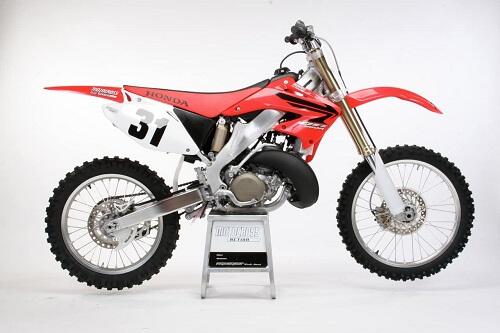 Кроссовый мотоцикл HONDA-CR250 - вид справа